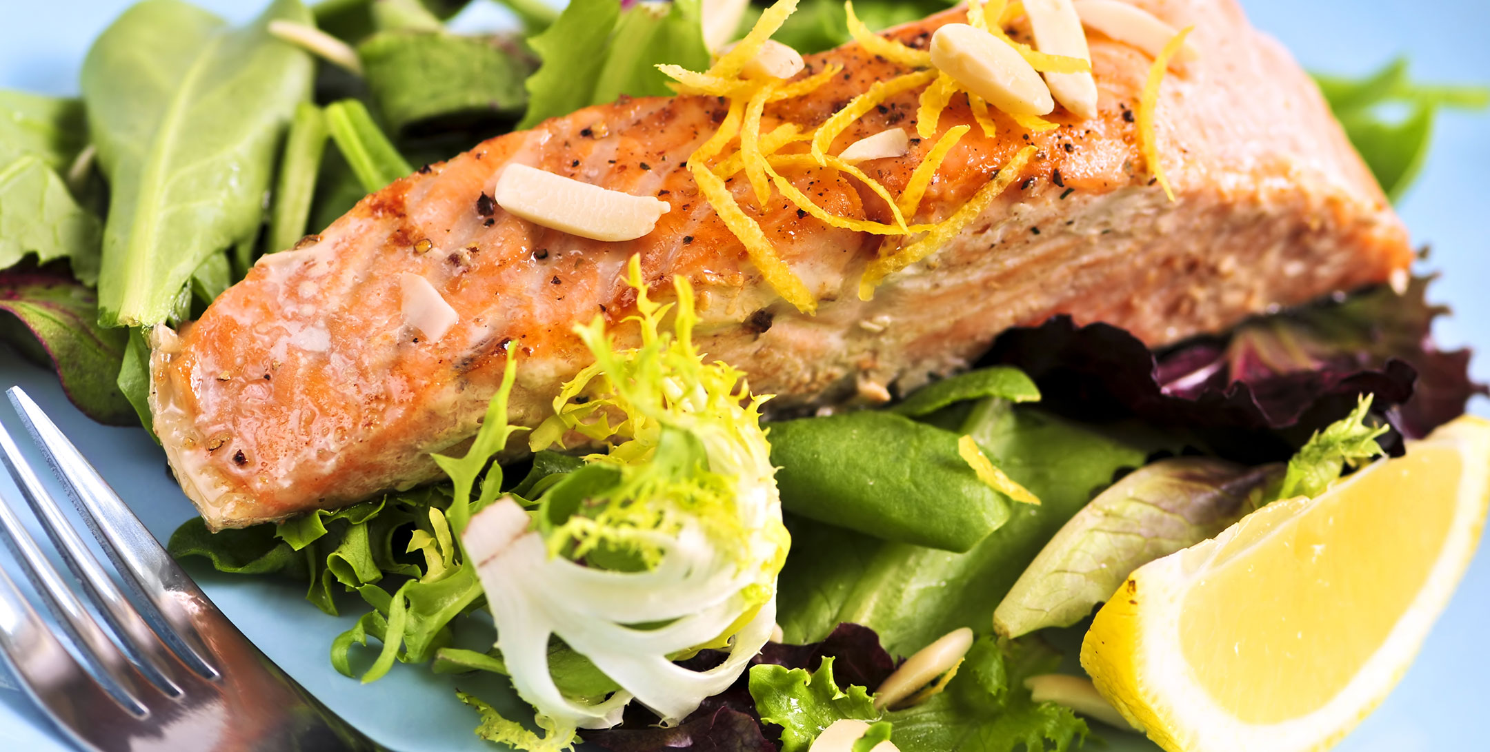 Grilled Salmon Salad with Dill Dressing